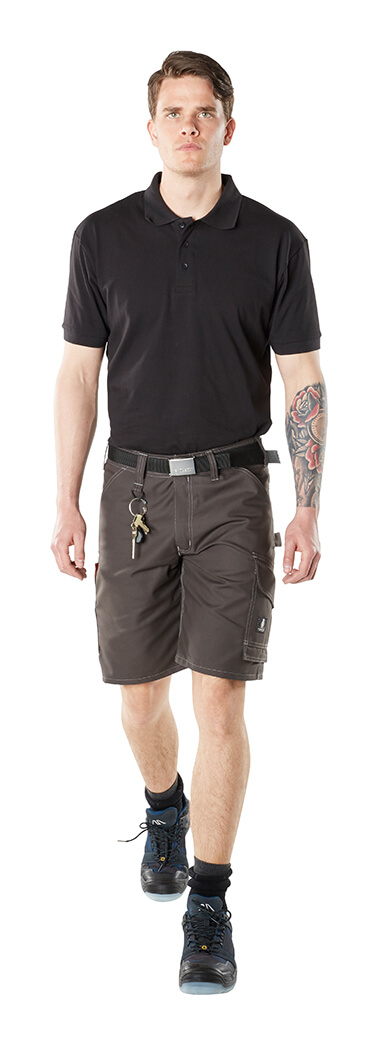 INDUSTRY Werkshorts & Poloshirt - Model